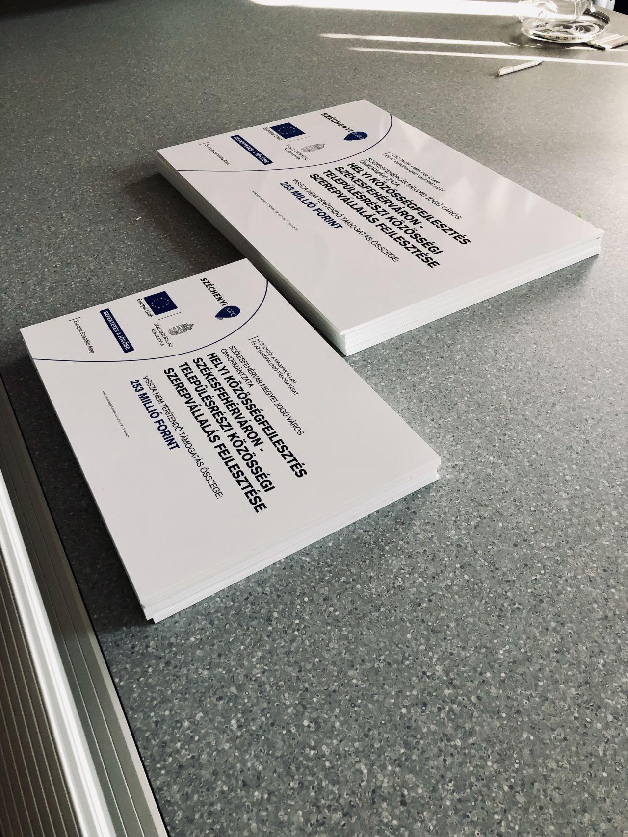 uniós projekt tábla nyomtatás, digitális nyomtatás, printr nyomda, székesfehérvár
